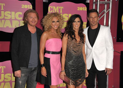 "<div class=""meta ""><span class=""caption-text "">From left, Phillip Sweet, Kimberly Schlapman, Karen Fairchild and Jimi Westbrook of Little Big Town arrive at the 2012 CMT Music Awards on Wednesday, June 6, 2012 in Nashville, Tenn. (Photo by John Shearer/Invision/AP) (Photo/John Shearer)</span></div>"