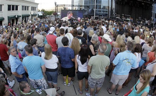Country music fans watch Luke Bryan&#39;s performance on a giant screen as the CMT Music Awards show is shown outside Bridgestone Arena on Wednesday, June 6, 2012, in Nashville, Tenn. &#40;AP Photo&#47;Mark Humphrey&#41; <span class=meta>(AP Photo&#47; Mark Humphrey)</span>
