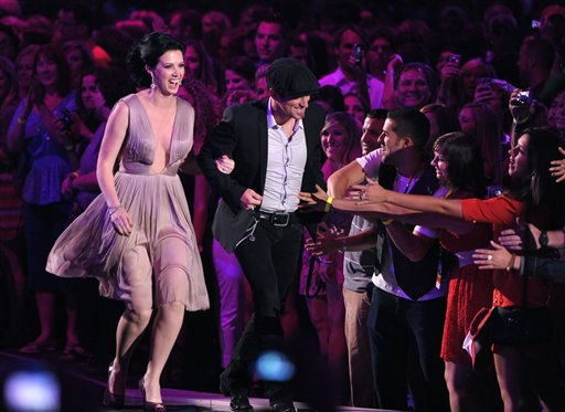 Shawna Thompson and Keifer Thompson of Thompson Square react to winning Duo Video Of The Year at the 2012 CMT Music Awards on Wednesday, June 6, 2012 in Nashville, Tenn. &#40;Photo by John Shearer&#47;Invision&#47;AP&#41; <span class=meta>(Photo&#47;John Shearer)</span>