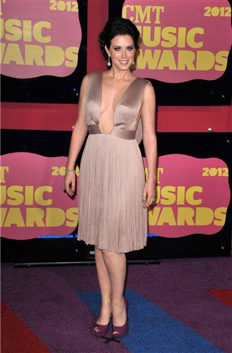 "<div class=""meta ""><span class=""caption-text "">Shawna Thompson arrives at the 2012 CMT Music Awards on Wednesday, June 6, 2012 in Nashville, Tenn. (Photo by John Shearer/Invision/AP) (Photo/John Shearer)</span></div>"