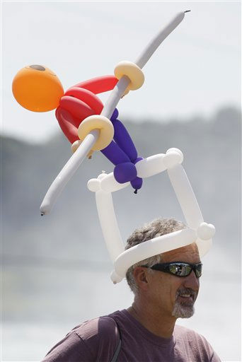 Pat Kelecseny of Hermitage, Pa., wears a Nik Wallenda balloon hat before Wallenda&#39;s walk across Niagara Falls in Niagara Falls, N.Y., Friday, June 15, 2012. &#40;AP Photo&#47;David Duprey&#41; <span class=meta>(AP Photo&#47; David Duprey)</span>