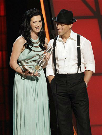 Shawna Thompson, left, and Keifer Thompson, of musical group Thompson Square, accept the award for vocal duo of the year at the 46th Annual Country Music Awards at the Bridgestone Arena on Thursday, Nov. 1, 2012, in Nashville, Tenn. &#40;Photo by Wade Payne&#47;Invision&#47;AP&#41; <span class=meta>(Photo&#47;Wade Payne)</span>