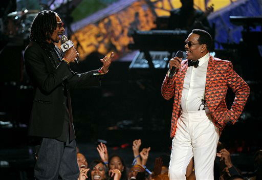"<div class=""meta ""><span class=""caption-text "">Snoop Dogg, left, and Charlie Wilson perform onstage at the BET Awards at the Nokia Theatre on Sunday, June 30, 2013, in Los Angeles. (Photo by Frank Micelotta/Invision/AP) (AP Photo/ Frank Micelotta)</span></div>"