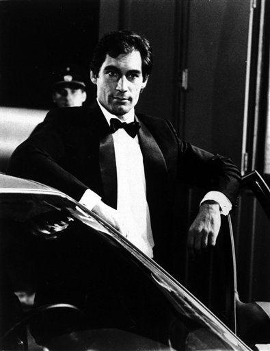 """<div class=""""meta """"><span class=""""caption-text """">Redaktionshinweis: Verwendung des Bildes nur zur redaktionellen Berichterstattung und bei Nennung """"Danjaq S.A./United Artists Pictures"""" +++ ARCHIV: Schauspieler Timothy Dalton in dem Bond-Film """"Der Hauch des Todes"""". Kurz vor dem Start des neuen Bond-Abenteuers """"Skyfall"""" begeht die Filmwelt 50 Jahre 007. Am 5. Oktober 1962 feierte """"James Bond jagt Dr. No"""" Premiere. Folgende Maenner bestimmten das Schicksal des Geheimagenten. (zu dapd-Text) Foto: -/Danjaq S.A. and United Artists Pictures Inc./dapd (Photo/-)</span></div>"""
