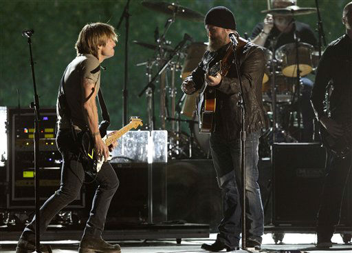 "<div class=""meta image-caption""><div class=""origin-logo origin-image ""><span></span></div><span class=""caption-text"">Keith Urban, left, and Zac Brown perform at the 46th Annual Country Music Awards at the Bridgestone Arena on Thursday, Nov. 1, 2012, in Nashville, Tenn.   (Photo/Wade Payne)</span></div>"