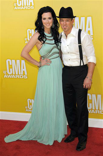 "<div class=""meta ""><span class=""caption-text "">Shawna Thompson, left, and Keifer Thompson, of musical duo Thompson Square, arrive at the 46th Annual Country Music Awards at the Bridgestone Arena on Thursday, Nov. 1, 2012, in Nashville, Tenn.   (Photo/Chris Pizzello)</span></div>"
