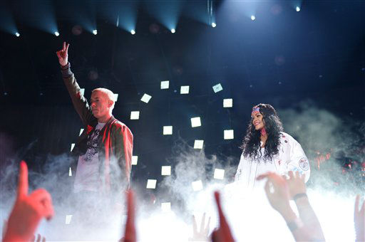 "<div class=""meta image-caption""><div class=""origin-logo origin-image ""><span></span></div><span class=""caption-text""> Eminem, left, and Rihanna perform on stage at the MTV Movie Awards, on Sunday, April 13, 2014, in Los Angeles. (Photo by John Shearer/Invision for MTV/AP Images)</span></div>"