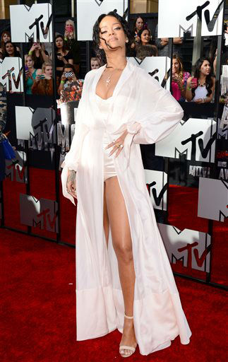 Rihanna arrives at the MTV Movie Awards on Sunday, April 13, 2014, at Nokia Theatre in Los Angeles. <span class=meta>(Photo&#47;Jordan Strauss)</span>