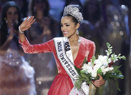 "<div class=""meta image-caption""><div class=""origin-logo origin-image ""><span></span></div><span class=""caption-text"">Miss USA, Olivia Culpo, waves to the crowd after being crowned as Miss Universe during the Miss Universe competition, Wednesday, Dec. 19, 2012, in Las Vegas.  (AP Photo/ Julie Jacobson)</span></div>"