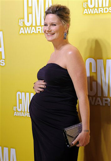 "<div class=""meta ""><span class=""caption-text "">Jennifer Nettles arrives at the 46th Annual Country Music Awards at the Bridgestone Arena on Thursday, Nov. 1, 2012, in Nashville, Tenn.   (Photo/Chris Pizzello)</span></div>"