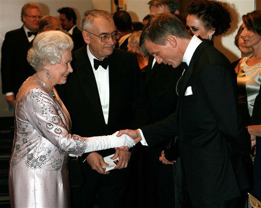 "<div class=""meta ""><span class=""caption-text "">FILE - In this Nov. 14, 2006 file photo, Britain's Queen Elizabeth II, left, meets actor Daniel Craig, the new James Bond, during the world premiere of the latest James Bond movie ""Casino Royale"" at the Odeon cinema in Leicester Square in London. (AP Photo/Stephen Hird, Pool, File) (AP Photo/ STEPHEN HIRD)</span></div>"