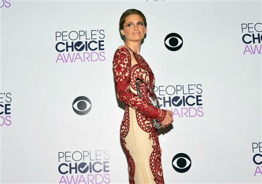 "<div class=""meta image-caption""><div class=""origin-logo origin-image ""><span></span></div><span class=""caption-text"">Stana Katic poses in the press room with the award for Favorite Dramatic TV Actress for 'Castle,' at the 40th annual People's Choice Awards at Nokia Theatre L.A. Live on Wednesday, Jan. 8, 2014, in Los Angeles.   (Photo/John Shearer)</span></div>"