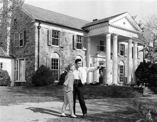 "<div class=""meta image-caption""><div class=""origin-logo origin-image ""><span></span></div><span class=""caption-text"">Elvis Presley with his girlfriend Anita Wood at his home Graceland in Memphis, Tennessee around 1957. (AP Photo)</span></div>"