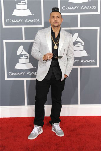 "<div class=""meta ""><span class=""caption-text "">Sean Paul arrives at the 55th annual Grammy Awards on Sunday, Feb. 10, 2013, in Los Angeles. (AP photo)</span></div>"