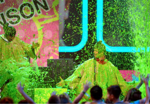 "<div class=""meta ""><span class=""caption-text "">Josh Duhamel and Nick Cannon perform as they are slimed at the 26th annual Nickelodeon's Kids' Choice Awards on Saturday, March 23, 2013, in Los Angeles.   (Photo/John Shearer)</span></div>"