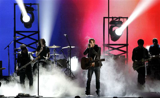 "<div class=""meta ""><span class=""caption-text "">Dierks Bentley at the 46th Annual Country Music Awards at the Bridgestone Arena on Thursday, Nov. 1, 2012, in Nashville, Tenn.   (Photo/Wade Payne)</span></div>"