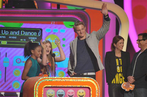 Alexander Ludwig accepts the award for favorite movie for ???The Hunger Games?? at the 26th annual Nickelodeon&#39;s Kids&#39; Choice Awards on Saturday, March 23, 2013, in Los Angeles.  <span class=meta>(AP photo)</span>