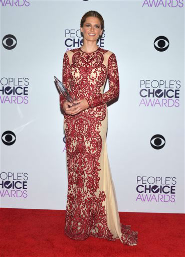 Stana Katic poses in the press room with the award for Favorite Dramatic TV Actress for &#39;Castle,&#39; at the 40th annual People&#39;s Choice Awards at Nokia Theatre L.A. Live on Wednesday, Jan. 8, 2014, in Los Angeles. &#40;Photo by John Shearer&#47;Invision&#47;AP&#41; <span class=meta>(Photo&#47;John Shearer)</span>