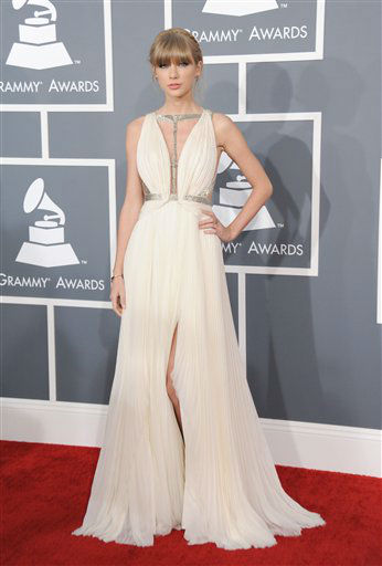 Taylor Swift arrives at the 55th annual Grammy Awards on Sunday, Feb. 10, 2013, in Los Angeles. <span class=meta>(AP photo)</span>
