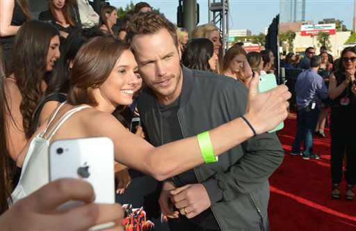 Chris Pratt poses for a photo with a fan at the 2014 MTV Movie Awards, on Sunday, April 13, 2014 in Los Angeles.  <span class=meta>(Photo by John Shearer&#47;Invision for MTV&#47;AP Images)</span>