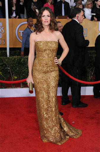 "<div class=""meta ""><span class=""caption-text "">Actress Jennifer Garner arrives at the 19th Annual Screen Actors Guild Awards at the Shrine Auditorium in Los Angeles on Sunday Jan. 27, 2013. (Photo by Jordan Strauss/Invision/AP) (Photo/Jordan Strauss)</span></div>"