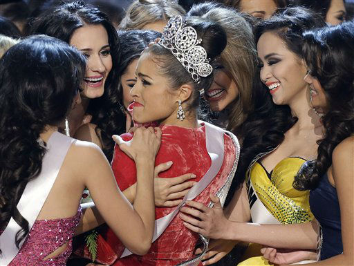 "<div class=""meta image-caption""><div class=""origin-logo origin-image ""><span></span></div><span class=""caption-text"">Miss USA, Olivia Culpo, center, is congratulated by other contestants after being crowned as Miss Universe during the Miss Universe competition, Wednesday, Dec. 19, 2012, in Las Vegas.  (AP Photo/ Julie Jacobson)</span></div>"