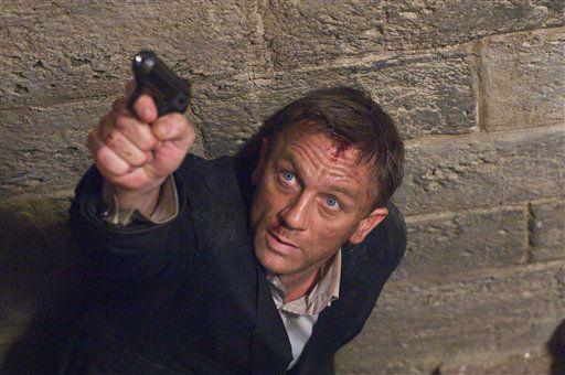 """<div class=""""meta """"><span class=""""caption-text """">Redaktionshinweis: Verwendung des Bildes nur zur redaktionellen Berichterstattung und bei Nennung """"Sony Pictures"""" +++ ARCHIV: Schauspieler Daniel Craig in dem Bond-Film """"Ein Quantum Trost"""". Kurz vor dem Start des neuen Bond-Abenteuers """"Skyfall"""" begeht die Filmwelt 50 Jahre 007. Am 5. Oktober 1962 feierte """"James Bond jagt Dr. No"""" Premiere. Folgende Maenner bestimmten das Schicksal des Geheimagenten. (zu dapd-Text) Foto: Susie Allnutt/Sony Pictures/dapd (Photo/Susie Allnutt)</span></div>"""