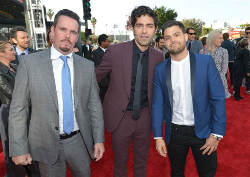 From left, Kevin Dillon, Adrian Grenier and Jerry Ferrara arrive at the 2014 MTV Movie Awards, on Sunday, April 13, 2014 in Los Angeles.  <span class=meta>(Photo by John Shearer&#47;Invision for MTV&#47;AP Images)</span>
