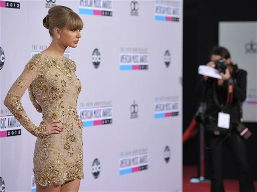 "<div class=""meta ""><span class=""caption-text "">Taylor Swift arrives at the 40th Anniversary American Music Awards on Sunday, Nov. 18, 2012, in Los Angeles. (Photo by John Shearer/Invision/AP)</span></div>"