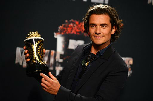 Orlando Bloom poses in the press room with the award for best fight for &#34;The Hobbit: The Desolation of Smaug&#34; at the MTV Movie Awards on Sunday, April 13, 2014, at Nokia Theatre in Los Angeles. &#40;Photo by Jordan Strauss&#47;Invision&#47;AP&#41; <span class=meta>(Photo&#47;Jordan Strauss)</span>