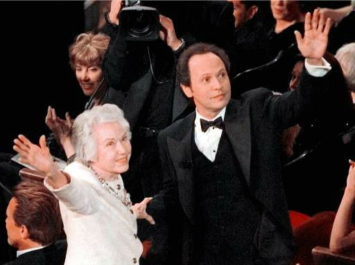 Faye Wray, star of &#34;King Kong,&#34; and host Billy Crystal wave to the audience at the 70th Academy Awards in Los Angeles Monday, March 23, 1998. &#40;AP Photo&#47;Susan Sterner&#41; <span class=meta>(AP Photo&#47; SUSAN STERNER)</span>