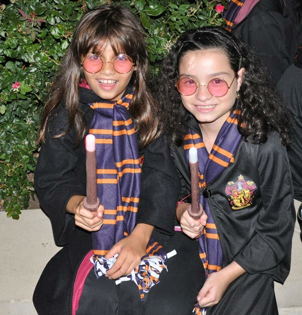 "<div class=""meta image-caption""><div class=""origin-logo origin-image ""><span></span></div><span class=""caption-text"">Fans packed CityCentre in west Houston to watch the midnight premiere of Harry Potter and the Deathly Hallows ? Part 2, the last of the series based on the books (KTRK Photo)</span></div>"