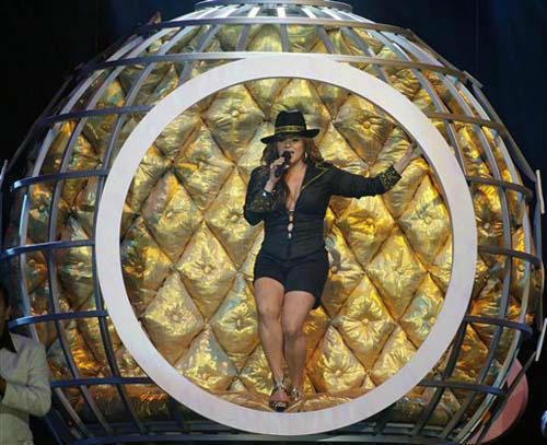 "<div class=""meta ""><span class=""caption-text "">Mexican singer Jenni Rivera performs  Thursday, April 23, 2009, at the Billboard Latin Music Awards in Coral Gables, Fla. (AP Photo/Jeffrey M. Boan) (Photo/Jeffrey M. Boan)</span></div>"