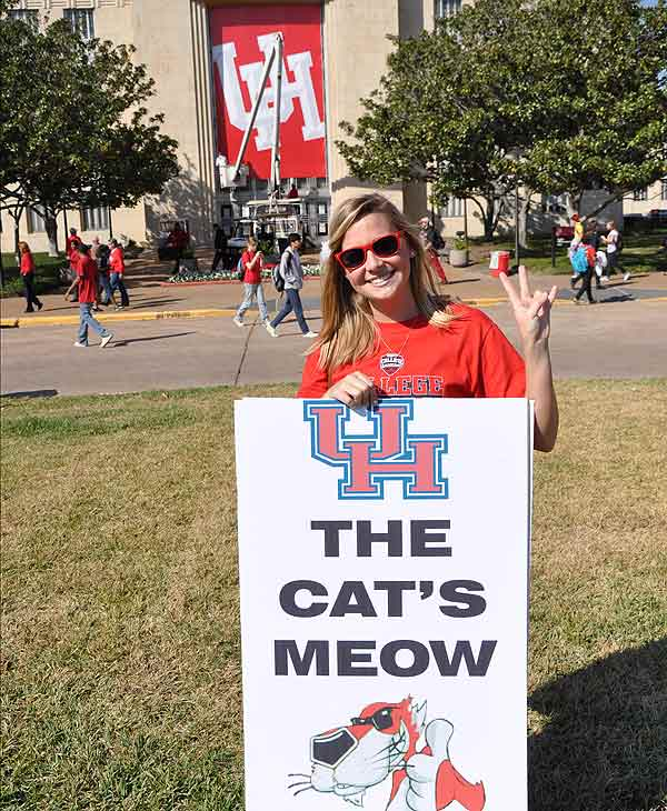 Images of fans, cheerleaders and ESPN talent as the College GameDay crew descended on the University of Houston <span class=meta>(KTRK)</span>