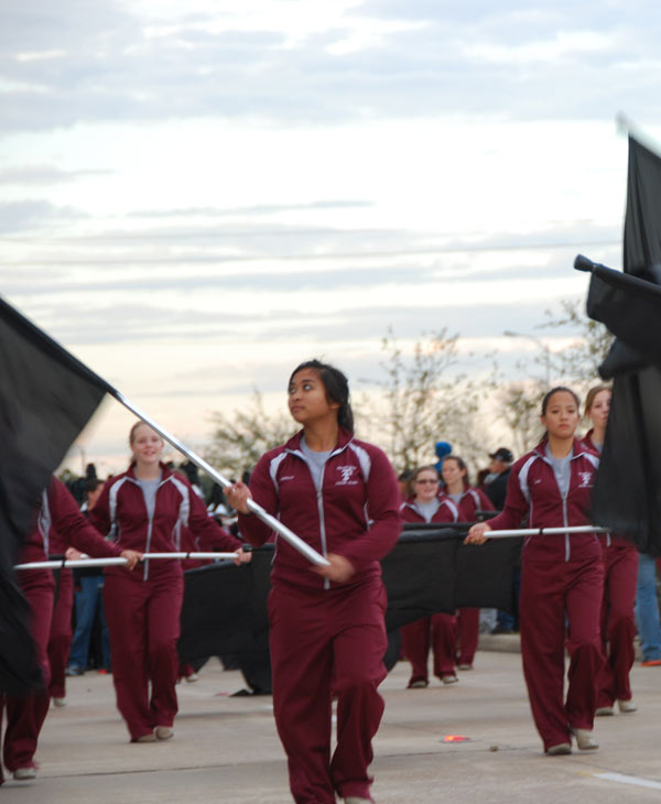 Many people in Pearland came out to congratulate the town&#39;s high school football and softball teams.  The Pearland school district held a victory parade Saturday, honoring the teams&#39; recent championship wins. <span class=meta>(KTRK)</span>