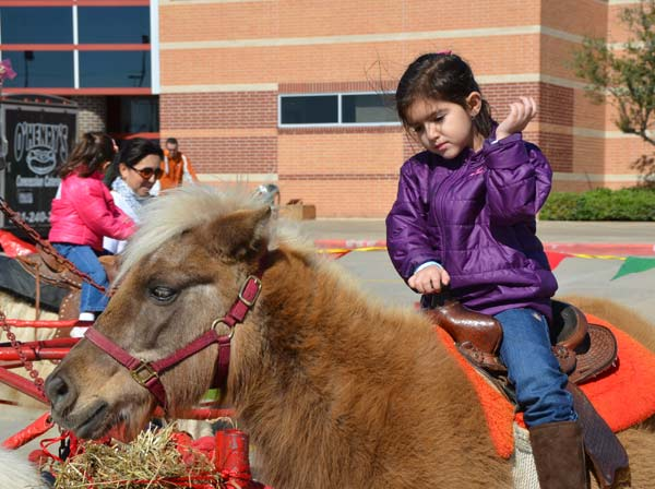 "<div class=""meta image-caption""><div class=""origin-logo origin-image ""><span></span></div><span class=""caption-text"">The Annual Pearland Winterfest was held on Saturday.  It was a fun-filled day with winter activities, including rides and great entertainment. (Blanca Beltran)</span></div>"