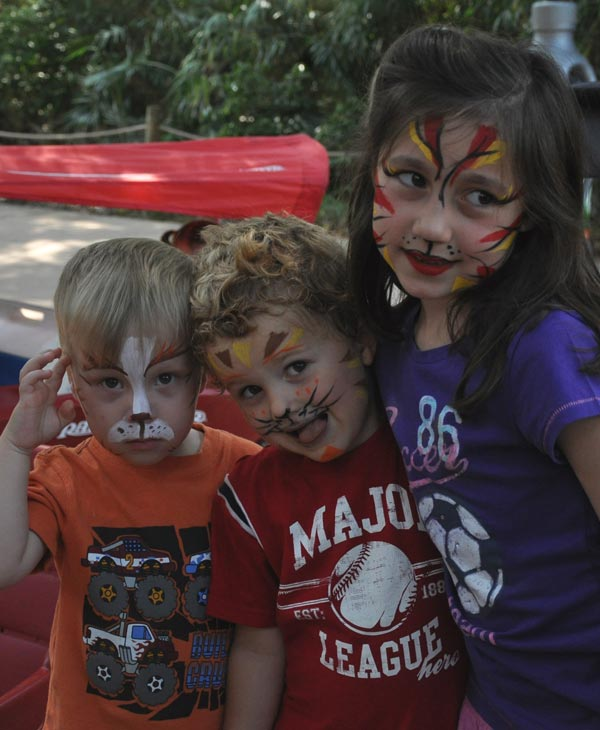 "<div class=""meta ""><span class=""caption-text "">Cast members from CATS visit the big cat exhibit at the Houston Zoo Friday.  Zoo goers got to mingle with the cast and get face painting for the kids and learn all about the big cats at the zoo. (KTRK)</span></div>"