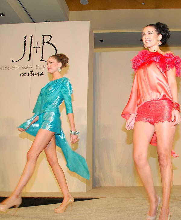 "<div class=""meta image-caption""><div class=""origin-logo origin-image ""><span></span></div><span class=""caption-text"">The Latin Women's Initiative hosted the CARRIBEAN CORAL 9th Annual Fashion Show Luncheon + Bazaar and it featured the 2011 Summer Collection of Designers JI + Bertholdo  (Blanca Beltran)</span></div>"