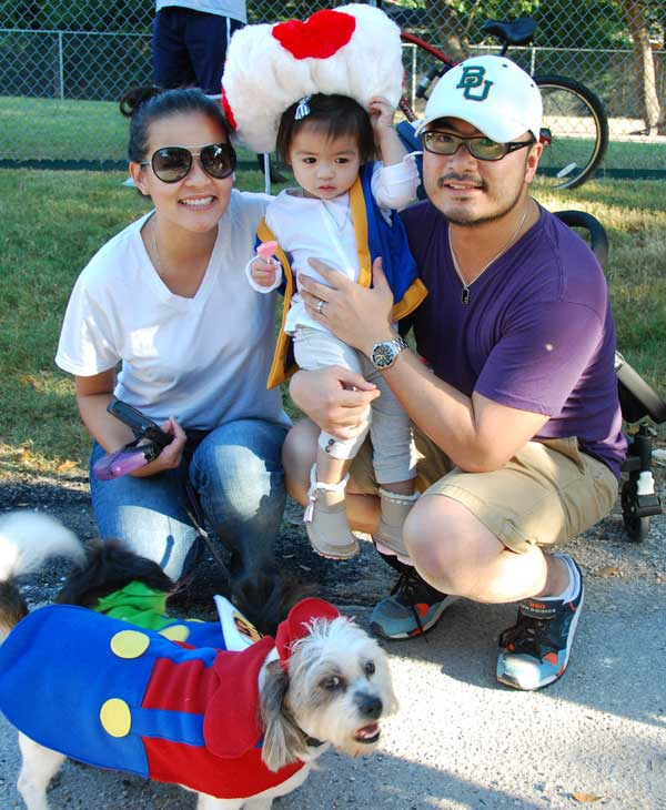 The 4th Annual Bellaire Parks and Rec &#34;Howl&#34;-O-Ween dog parade and Costume contest was held Saturday <span class=meta>(KTRK)</span>