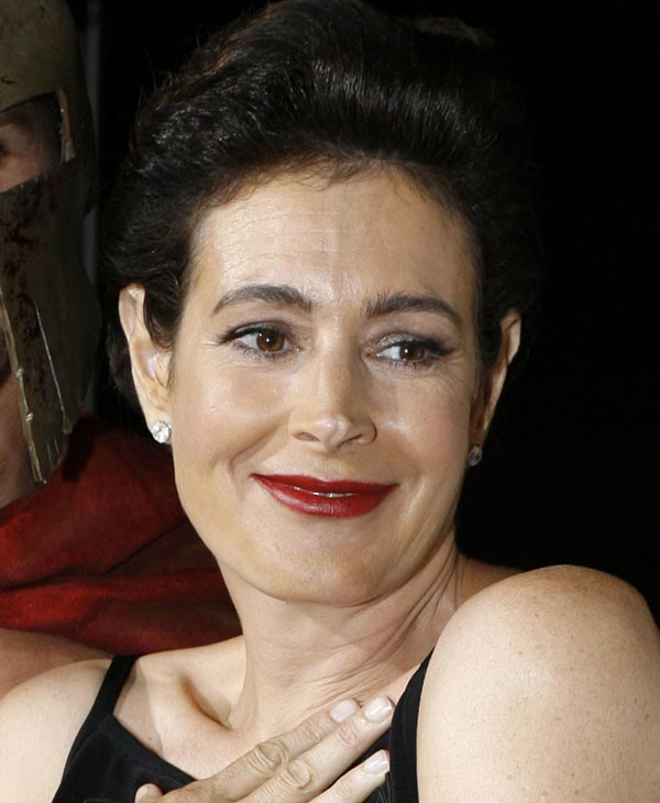 "<div class=""meta ""><span class=""caption-text "">Actress Sean Young, right, is shown at the Comic-Con convention in San Diego in this July 27, 2007, file photo. Young has entered rehabilitation for alcohol abuse following a weekend outburst in which she was heckling from the audience at the Directors Guild of America awards. The 48-year-old actress was escorted from the ballroom at the Hyatt Regency in Century City Saturday, Jan. 26, 2008, after sparring with Julian Schnabel, who was nominated for ""The Diving Bell and the Butterfly."" (AP Photo/Denis Poroy)</span></div>"