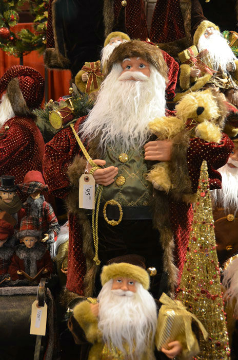 "<div class=""meta image-caption""><div class=""origin-logo origin-image ""><span></span></div><span class=""caption-text"">The annual Nutcracker Market features more than 300 national and international merchants carefully selected for their unique offerings selling gifts for the entire family -- home décor, gourmet food, clothing, novelties, accessories and more.  Proceeds from the Market benefit Houston Ballet Foundation and its Academy and Scholarship Program.    (Photo/Blanca Beltran)</span></div>"