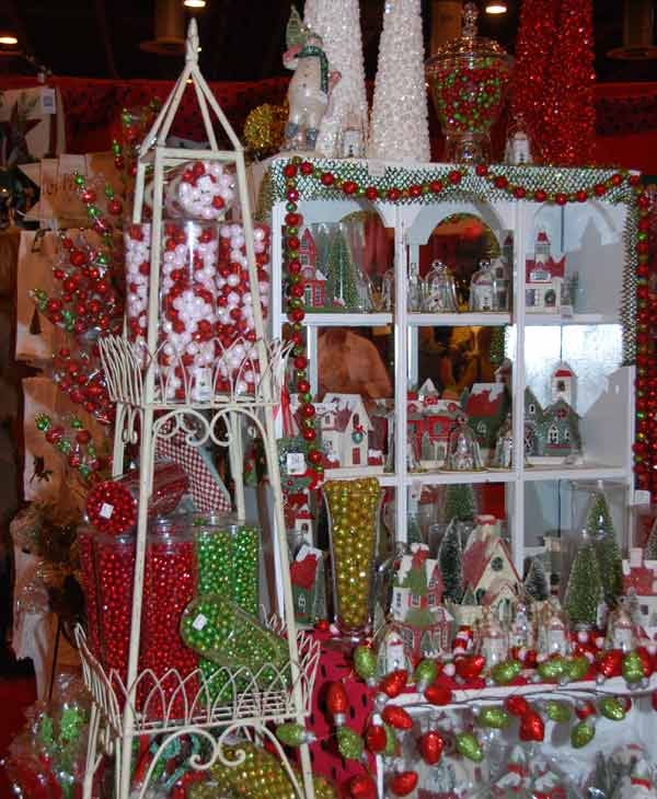 This year&#39;s Nutcracker Market, themed &#34;Holiday Under the Big Top,&#34;  features more than 323 national and international merchants carefully selected for their unique offerings selling gifts for the entire family -- home d&#233;cor, gourmet food, garden, clothing, novelties, accessories and more. All proceeds from the market benefit the Houston Ballet Foundation. <span class=meta>(KTRK)</span>
