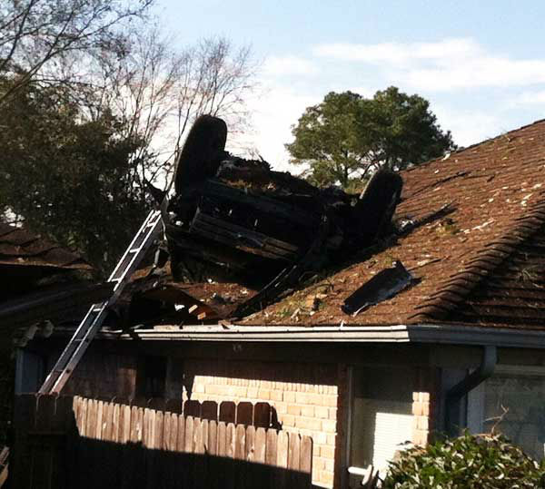 "<div class=""meta ""><span class=""caption-text "">These are photos reporter Simon Gutierrez took from the scene Sunday morning. (Photo/ABC13)</span></div>"