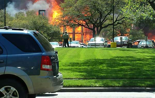 "<div class=""meta ""><span class=""caption-text "">These are photos viewers sent to us of Tuesday's massive apartment fire in the Montrose area.  See more at iWitness.abc13.com.  And if you have photos or videos, email them to us  at news@abc13.com (Photo/iWitness Reports)</span></div>"