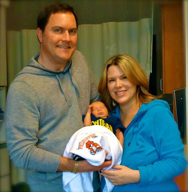 "<div class=""meta image-caption""><div class=""origin-logo origin-image ""><span></span></div><span class=""caption-text"">ABC13 Meteorologist Casey Curry and husband Carl Hahn welcomed Windsor ""Winnie"" Curry Hahn (6 pounds, 11 ounces) on January 30, 2014. (KTRK Photo)</span></div>"