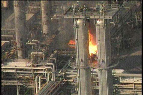 These are photos from viewers of the fire at the Exxon plant in Baytown on Wednesday, October 3, 2012. <span class=meta>(Photo&#47;iWitness Reports)</span>