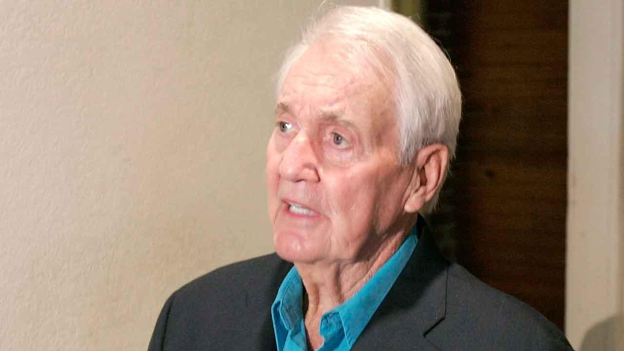 Former NFL kicker and sports commentator Pat Summerall is interviewed Wednesday, Aug. 10, 2005, in Little Rock, Ark. Summerall met with the family of the late Adron Shelby, the 13-year-old whose liver was donated after the boy died for Summeralls 2004 transplant operation. (AP Photo/Danny Johnston)