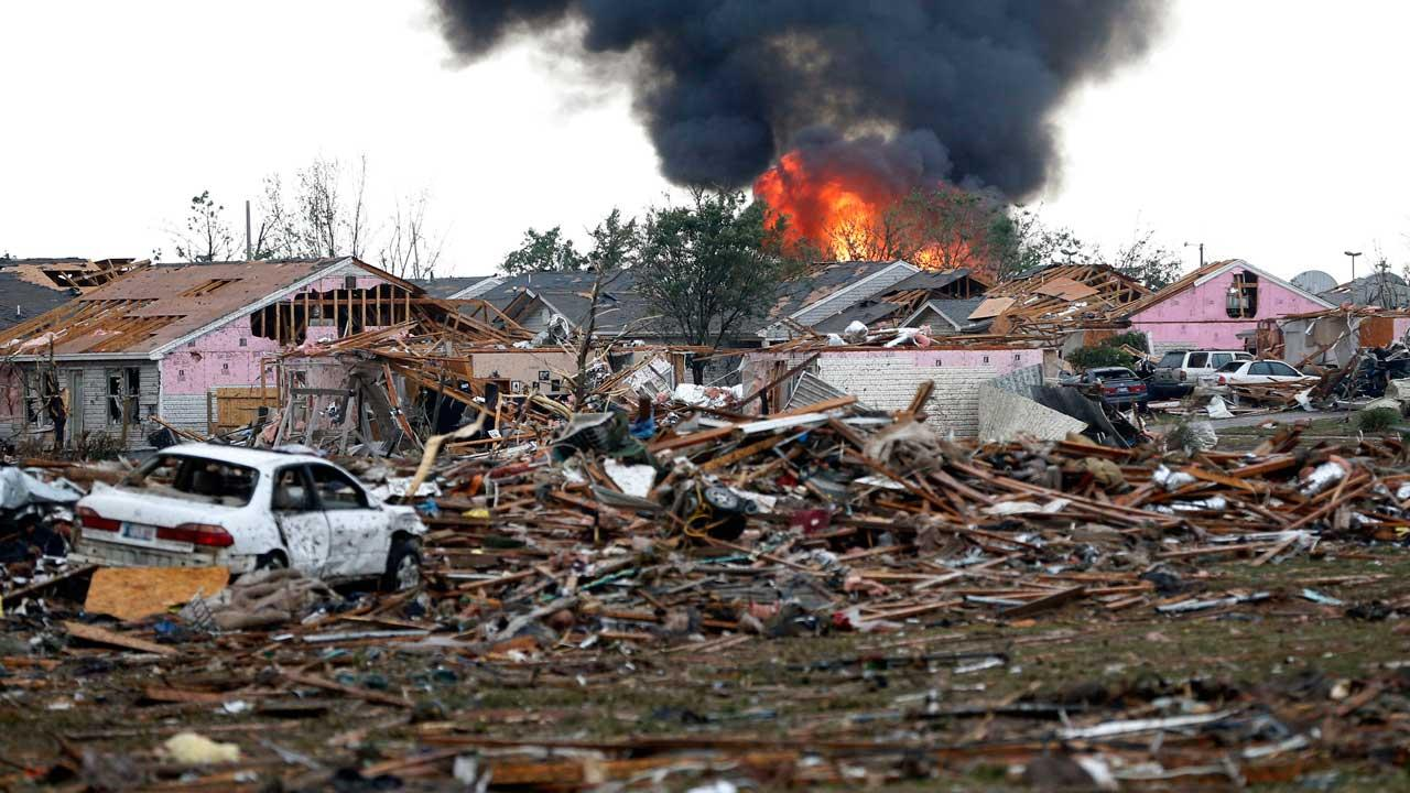 Obama offers help for Oklahoma tornado victims