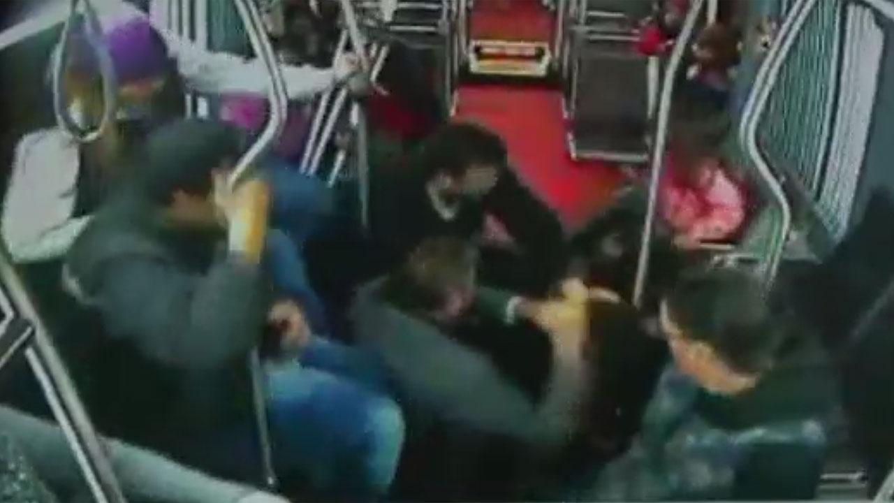 Seattle bus passengers turn tables on robbery suspect