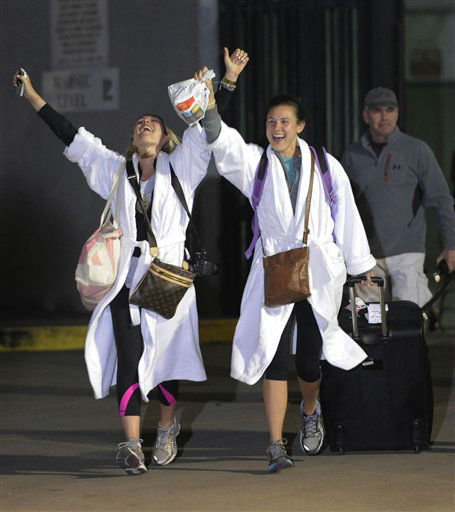 Kendall Jenkins, left, of Houston, celebrates with Brittany Ferguson, of Houston, after getting off the Carnival Triumph in Mobile, Ala., Thursday, Feb. 14, 2013. The ship with more than 4,200 passengers and crew members has been idled for nearly a week in the Gulf of Mexico following an engine room fire. <span class=meta>(AP photo)</span>